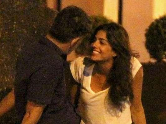 Eduardo Moscovis é flagrado em clima de romance com morena, na Gávea, Zona Sul do Rio de Janeiro, na noite desta segunda-feira, 13 de novembro de 2017