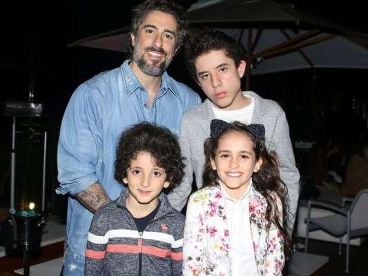 Marcos Mion levou os três filhos - Romeu, de 12 anos, Donatella, de 9, e Stefano, de 7 -, para o show do Jota Quest, na segunda-feira, 13 de novembro de 2017, em São Paulo