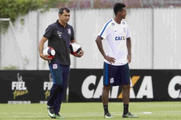 Fabio Carille e Jô durante treino no CT Joaquim Grava