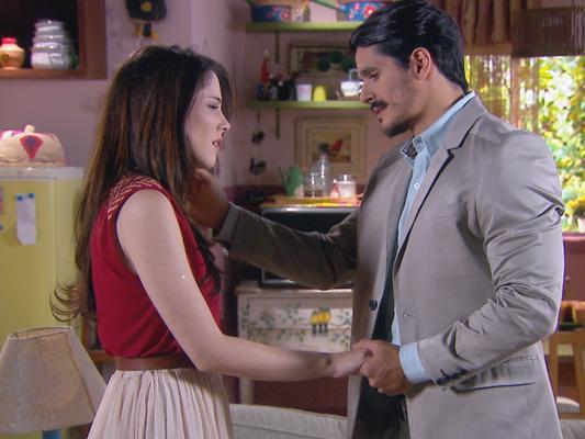 Doutor André (Bruno Lopes) surpreende Cecília (Bia Arantes) ao declarar seu amor a ela no capítulo previsto para ir ao ar terça-feira, dia 21 de novembro de 2017, na novela 'Carinha de Anjo'