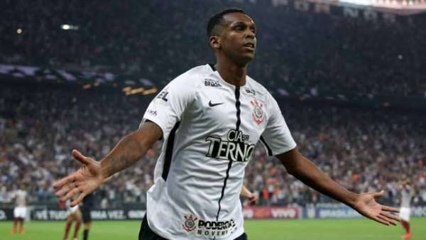 Jô comemora um dos gols que levaram o Corinthians ao seu sétimo título