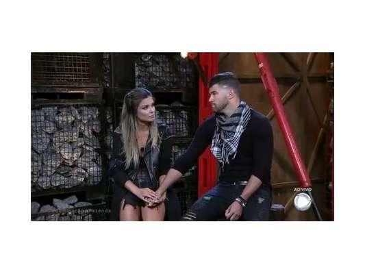 """Em """"A Fazenda"""", Marcelo é eliminado, Flávia fica e shippers de Flacelo lamentam separação do casal!"""