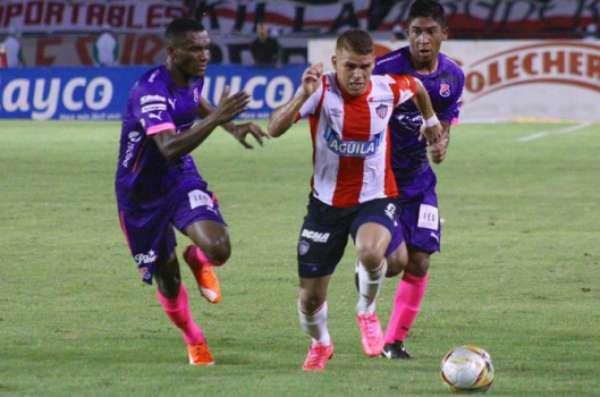 Cuéllar em ação pelo Junior Barranquilla
