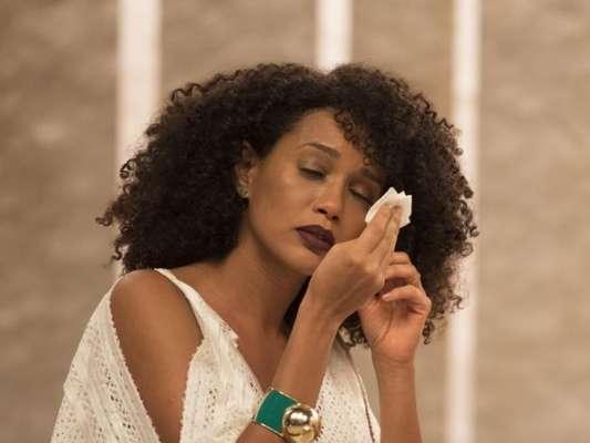 Tais Araújo se emocionou em despedida do programa 'Saia Justa': 'Falei que não ia chorar'