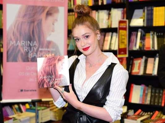 Marina Ruy Barbosa lança o livro 'Inspirações' em livraria de shopping de São Paulo, em 3 de dezembro de 2017