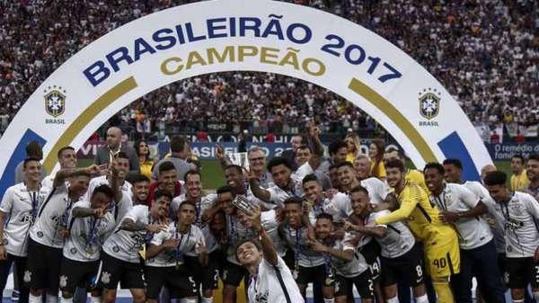 Chegou ao fim o Brasileirão-2017. O Corinthians foi campeão. Mas o Timão não ganhou dinheiro sozinho. Confira quanto cada participante da Série A ganha de premiação. O valor total pago pela TV Globo é R$ 63.774.000,00. Rebaixados não embolsam dinheiro.