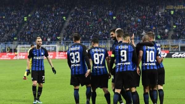 Inter de Milão goleia e assume liderança da Série A