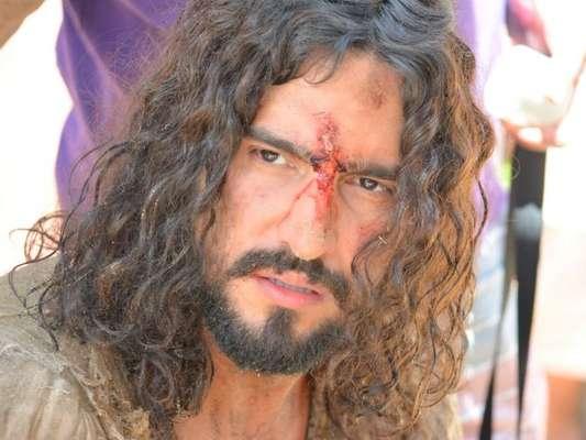 Renato Góes, com aplique no cabelo, vive Jesus em 'Paixão de Cristo' em fotos divulgadas nesta terça-feira, dia 05 de dezembro de 2017