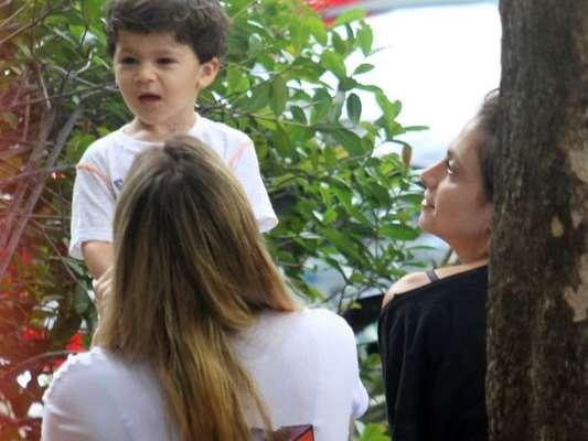 A namorada de Fernanda Gentil, Priscila Montandon, acompanhou a apresentadora no passeio nesta quarta (06)