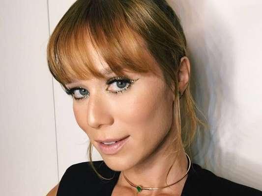 Cheia de glamour! Mariana Ximenes usou maquiagem brilhosa no lançamento do fashion film 'Oitavo', da grife Animale, no Rio de Janeiro, na noite desta quarta-feira, 6 de dezembreo de 2017