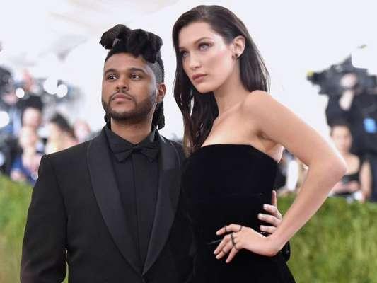 Ex de Selena Gomez, The Weeknd retoma romance com Bella Hadid de acordo com informações da revista 'US Weekly' nesta quinta-feira, dia 07 de dezembro de 2017