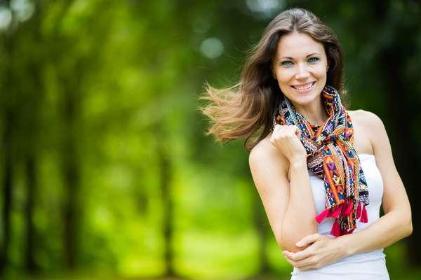 Um lenço dificilmente não agrade e destaca ainda mais o sorriso da pessoa que ganhar.