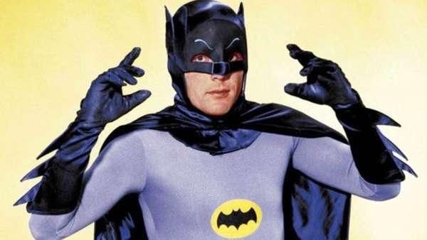 9 de janeiro – Morre Adam WestO ano começou em luto pelo mais icônico dos Batmans. O ator Adam West faleceu aos 88 anos, vítima de Leucemia.