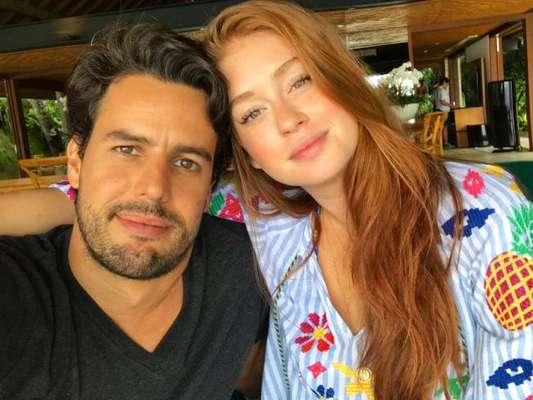 Réveillon do amor! Marina Ruy Barbosa posa sem produção com marido, Xande Negrão, neste sábado, dia 30 de dezembro de 2017