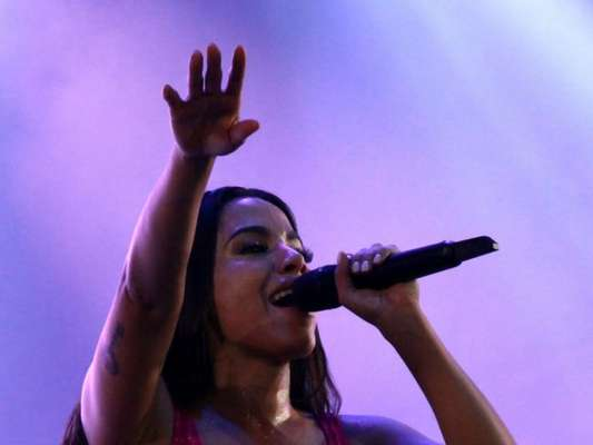 Anitta realizou sonho ao cantar no réveillon de Copacabana: 'Nunca tinha visto esses fogos'