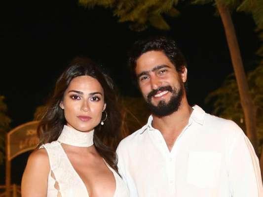Thaila Ayala e o namorado, Renato Góes, passaram o réveillon em Jericoacoara, no Ceará