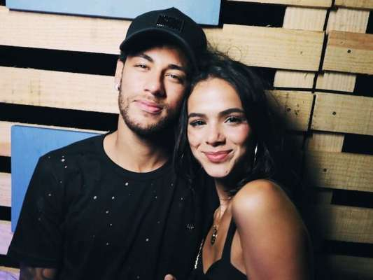 Bruna Marquezine ganha elogio de Neymar em foto de maiô em foto postada por ela nesta quinta-feira, dia 04 de janeiro de 2017