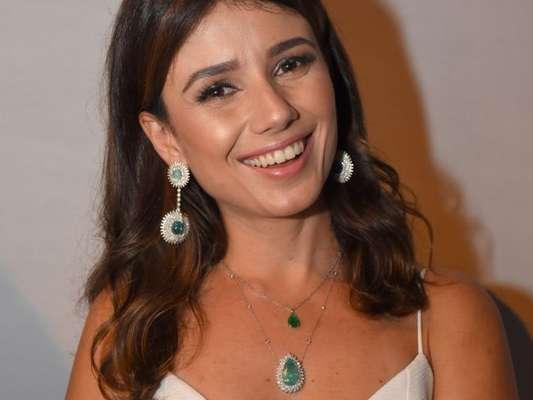Paula Fernandes será uma freira na novela 'Deus Salve o Rei'
