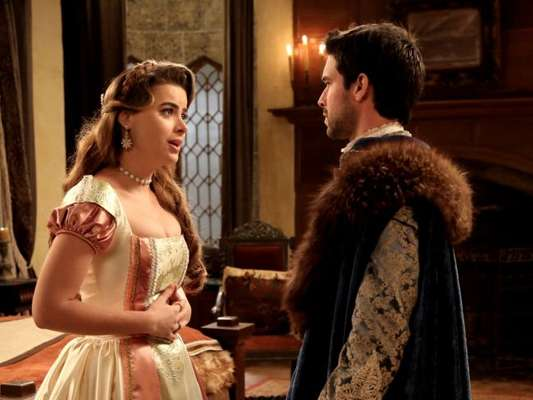 Enrico (Bernardo Velasco) está surpreso quando Pietra (Rayanne Morais) diz que vai para longe ter o filho, no capítulo de sexta-feira, 19 de janeiro de 2018, da novela 'Belaventura'