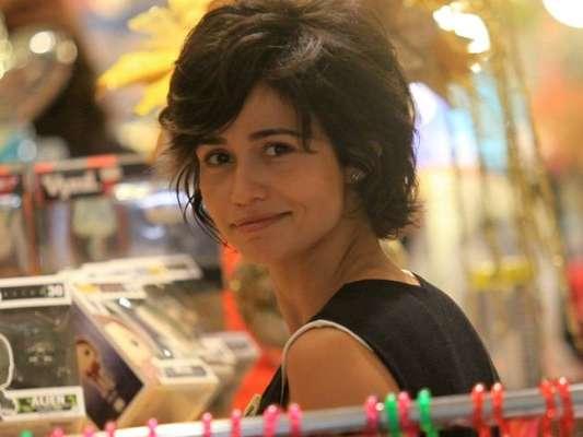Com novo visual, Nanda Costa exibiu cabelo curto ao passear pelo shopping da Gávea, na zona sul do Rio, nesta sexta-feira, 12 de janeiro de 2018