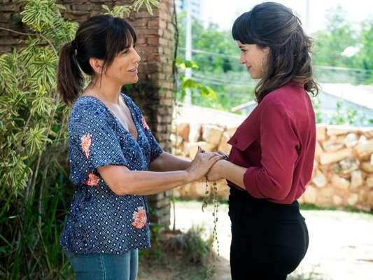 Elizabeth/Duda (Gloria Pires) é inocentada e diz a Clara (Bianca Bin) que é sua mãe, no capítulo que vai ao ar sexta-feira, dia 26 de janeiro de 2018, na novela 'O Outro Lado do Paraíso'