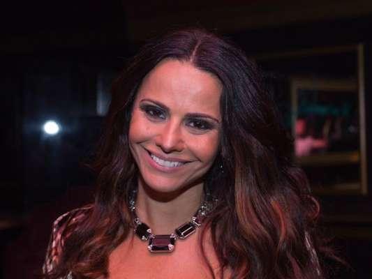 Viviane Araújo exibiu novo visual ao adotar dreadlocks e dividiu opiniões