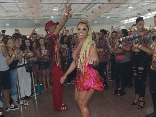 Viviane Araújo foi a estrela da feijoada do Salgueiro que aconteceu neste domingo, 21 de janeiro de 2018, em São Paulo