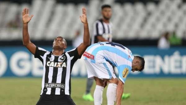 Em 2017, com gol polêmico de Tanque, o Botafogo bateu o Macaé por 2 a 1, no Nilton Santos