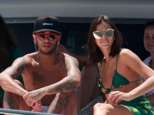 Neymar recordou viagem com Bruna Marquezine e filho por Fernando de Noronha, nesta segunda-feira, 29 de janeiro de 2018: 'Minha sorte'