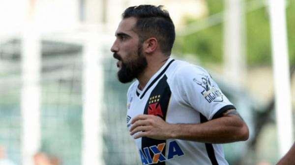 Escudero chegou ao Vasco no início do ano passado e por conta de salários atrasados foi à Justiça. Veja galeria L!