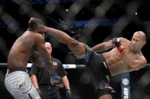 Ronaldo Jacaré venceu Derek Brunson no UFC Charlotte