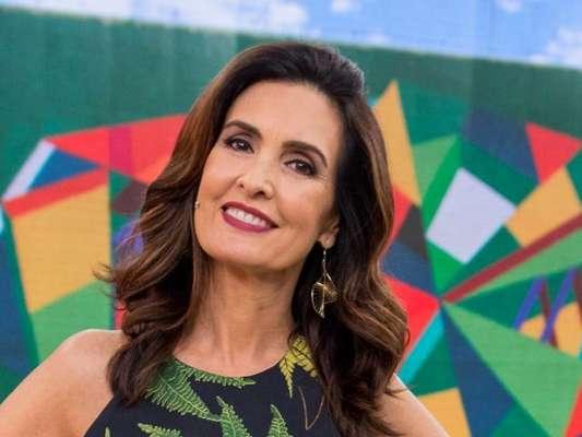 Fátima Bernardes surgiu escondida dentro de boneco de Olinda em foto do namorado, Túlio Gadêlha, postada no Instagram nesta terça-feira, 30 de janeiro de 2018