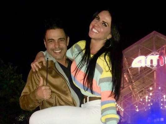 Graciele Lacerda, noiva de Zezé Di Camargo, saiu tonta da montanha-russa no Busch Gardens, nos EUA: 'Estou flutuando. Nem consigo andar direito'