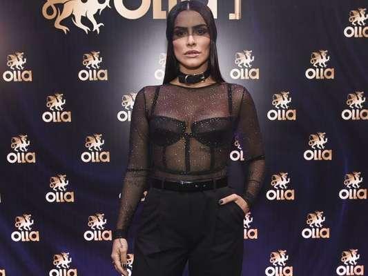Cleo Pires deixou a lingerie de R$ 500 à mostra na Casa Olla, em São Paulo, na quarta-feira, 7 de fevereiro de 2018