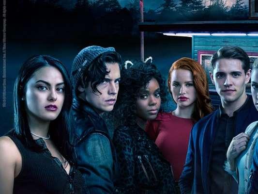 """""""Riverdale"""" é uma boa escolha para quem não quer curtir o Carnaval! A série entra no catálogo da Netflix dia 13 de fevereiro"""