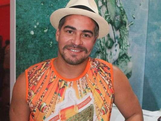 Thiago Martins curte primeiro dia do carnaval em Salvador, na Bahia, na noite desta quinta-feira, 8 de fevereiro de 2018