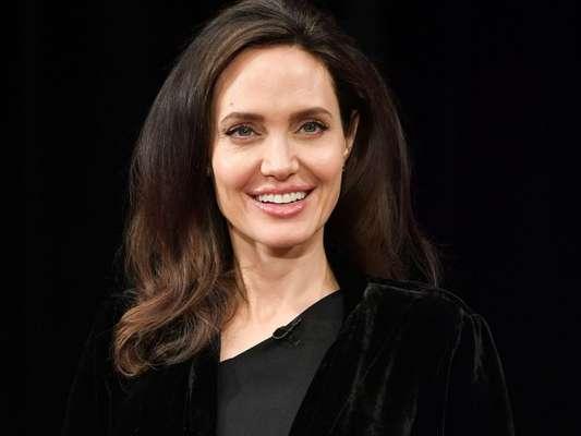 Angelina Jolie disse que tenta inspirar o feminismo nas filhas meninas, Zahara, de 13 anos, Shiloh, de 11, e Vivienne, de 9