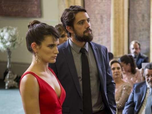 """Em """"O Outro Lado do Paraíso"""", Renato (Rafael Cardoso) pede Clara (Bianca Bin) em casamento"""