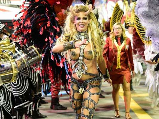 Carnaval de SP: Sheila Mello, na Independente, pediu fantasia menor para desfilar nesta sexta-feira, dia 9 de fevereiro de 2018