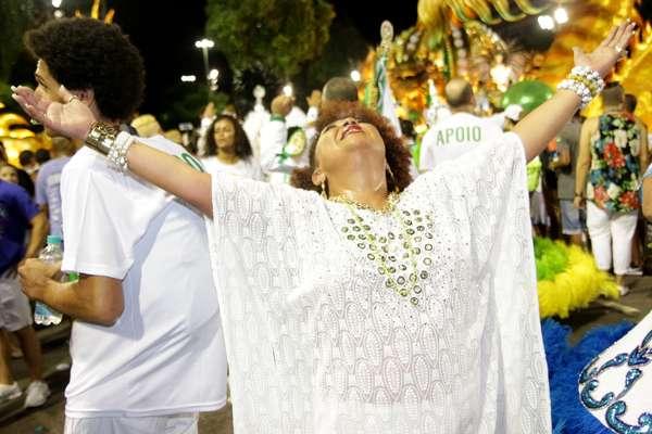 Babi Cruz se emocionou com homenagem de Império Serrano