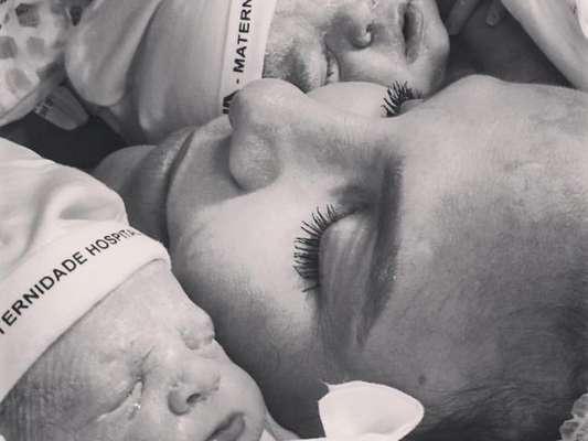 Ivete Sangalo posta foto e mostra rostos das filhas gêmeas Helena e Marina
