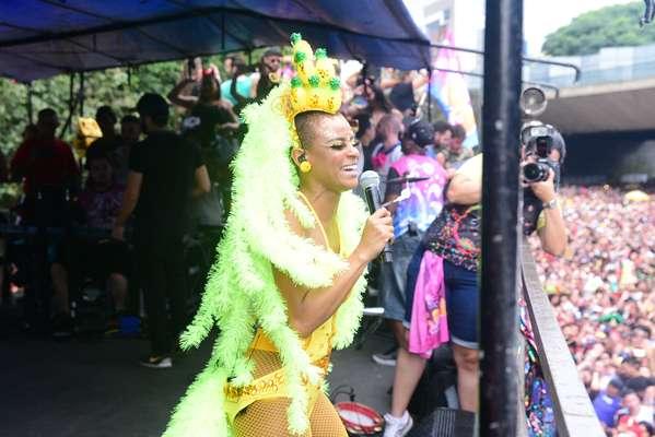 Com direito a Fernanda Souza, Rouge levou público ao delírio
