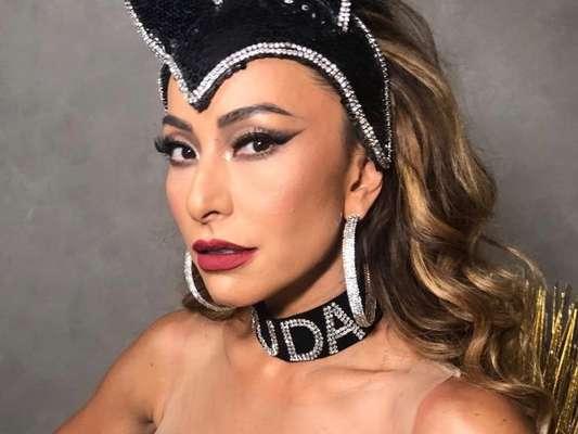 Sabrina Sato usou coleira com o nome do noivo, Duda Nagle: 'Carnaval das homenagens'