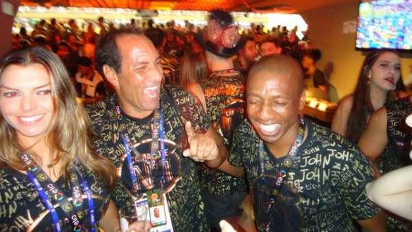 Edmundo e Amaral foram só sorrisos no desfile da Segunda-Feira de Carnaval