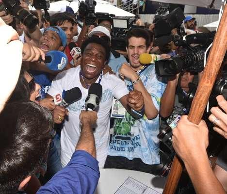 Tensão, vibração, choro e euforia marcaram apuração das notas no Rio de Janeiro