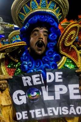 Protesto contra a Rede Globo no desfile na Tuiuti