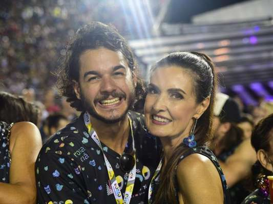 Túlio Gadêlha incentivou Fátima Bernardes em exercício em parque, neste domingo, 25 de fevereiro de 2018: 'Minha atleta'