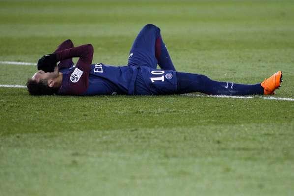 Neymar chega ao Brasil para cirurgia que vai corrigir fratura no pé