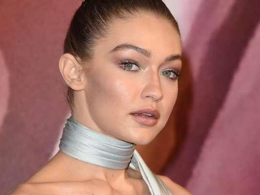 O iluminador é a maior tendência da maquiagem para 2018 e, assim como a modelo Gigi Hadid, você precisa aprender a usar