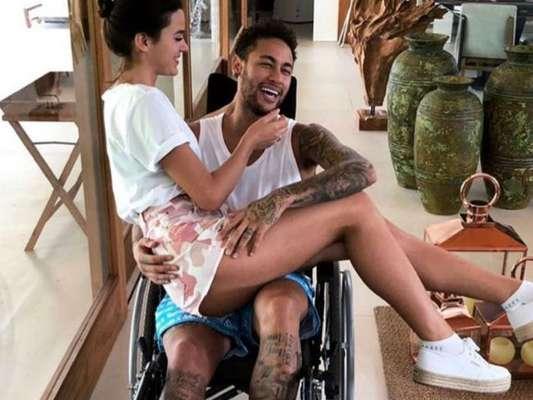 Bruna Marquezine compartilhou foto com namorado, Neymar, nesta sexta-feira, 2 de março de 2018